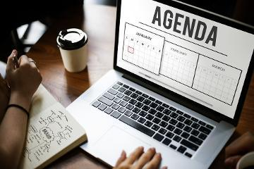 Computer showing an agenda on the screen